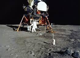 चंद्रमा पर प्रथम कदम : मनुष्य का एक छोटा पग, मानव की ऊंची छलांग