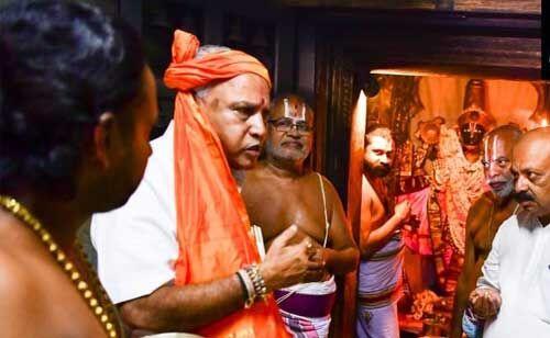 बीएस येदियुरप्पा मुख्यमंत्री बनने के बाद अपने पैतृक गांव में सिद्धलिंगएश्वर मंदिर में की पूजा-अर्चना