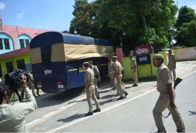 जम्मू-कश्मीर से आगरा शिफ्ट किए गए 30 कैदी