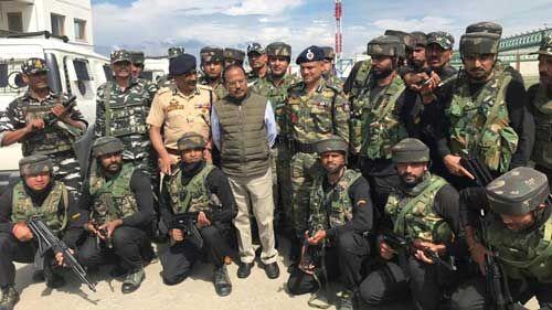 जम्मू-कश्मीर और करगिल में धारा 144 लागू, कुछ स्थानों पर कर्फ्यू जारी, राष्ट्रीय सुरक्षा सलाहकार घाटी में मौजूद