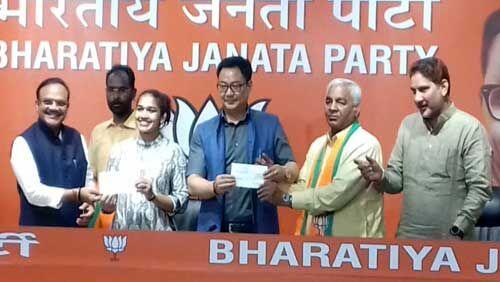 जजपा को लगा बड़ा झटका, बबिता फोगाट और उनके पिता भाजपा में हुए शामिल