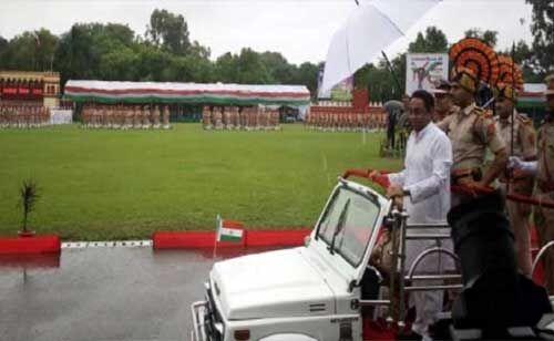 लाल परेड ग्राउंड पर मुख्यमंत्री कमलनाथ ने किया ध्वजारोहण, परेड की ली सलामी
