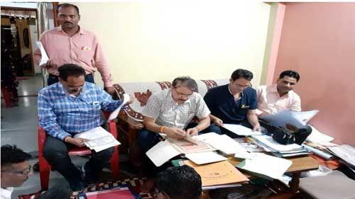 इंदौर लोकायुक्त की टीम ने राजस्व निरीक्षक के घर मारा छापा