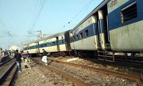 #TrainAccident : कानपुर सेंट्रल पर ट्रेन के दो डिब्बे हुए बेपटरी, मची भगदड़