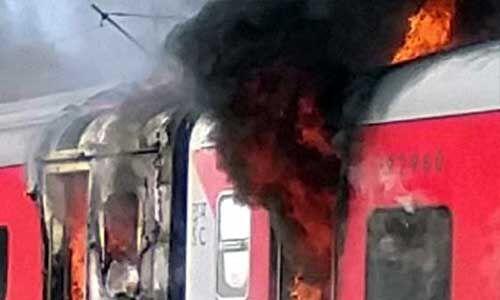 असोटी-बल्लभगढ़ के नजदीक तेलंगाना एक्सप्रेस में लगी आग, सभी यात्री सुरक्षित