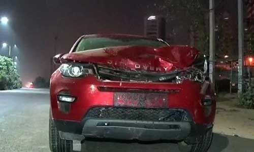 #Accident : तेज रफ्तार लैंड रोवर ने दो को कुचला, दर्दनाक मौत