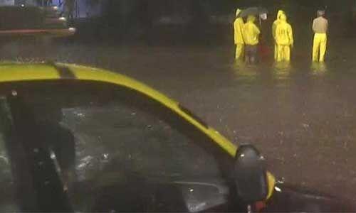 भारी बारिश से पानी-पानी हुआ मुंबई, ऑरेंज अलर्ट जारी