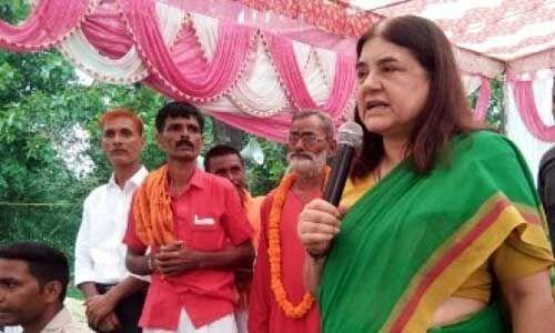 सुलतानपुर : सांसद मेनका गांधी ने ग्रामीणों से किया सीधे संवाद