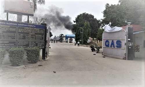 उन्नाव : हिन्दुस्तान पेट्रोलियम के प्लांट में गैस रिसाव के बाद लगी भीषण आग