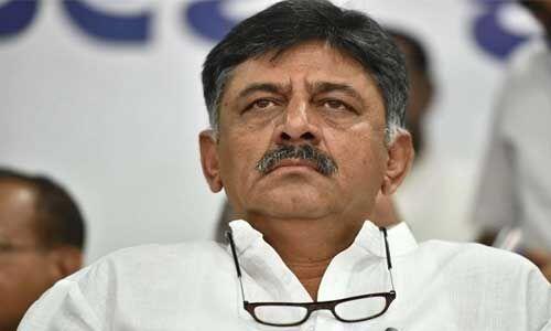 कर्नाटक : कांग्रेस नेता डीके शिवकुमार की तबीयत बिगड़ी, आज होंगे कोर्ट में पेश