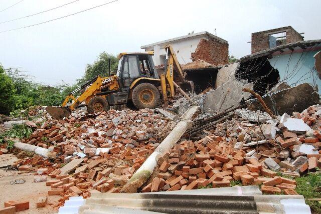 प्रशासन ने 39 पक्के व कच्चे मकानों को तुड़वाकर शासकीय भूमि को कराया मुक्त