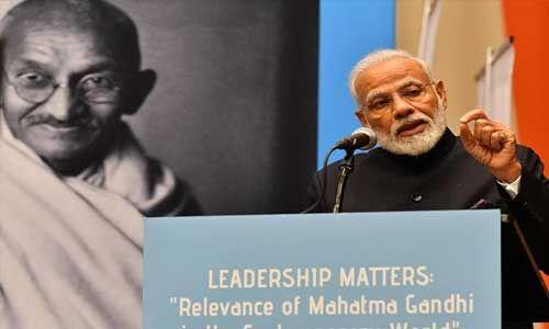 महात्मा गांधी ने लोकतंत्र की असली शक्ति पर बल दिया : पीएम मोदी