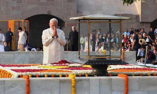 #GandhiAt150 : राष्ट्रपति, पीएम मोदी-सोनिया गांधी ने दी महात्मा गांधी को श्रद्धांजलि