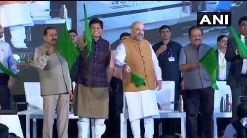 वंदे भारत एक्सप्रेस को अमित शाह ने दिखाई हरी झंडी