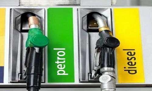 ऑयल मार्केटिंग कंपनियों ने पेट्रोल-डीजल में कटौती कर ग्राहकों को दी राहत