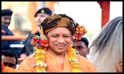 पांरपरिक वेशभूषा में योगी आदित्यनाथ ने शाही तरीके से की श्रीनाथ की पूजा