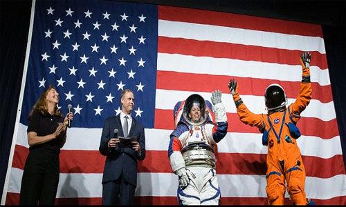 नासा ने नये स्पेससूट का किया अनावरण