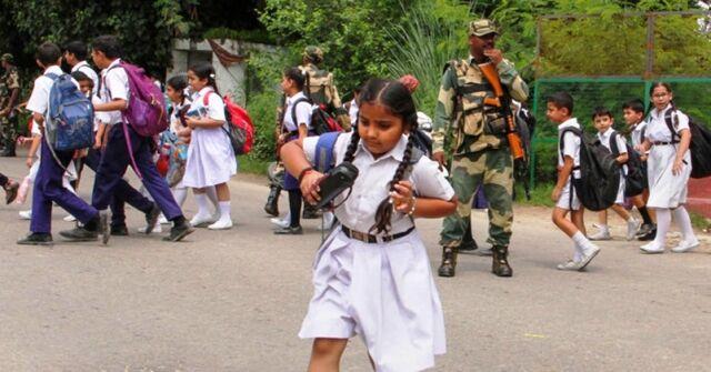 कश्मीर घाटी में तेजी से पटरी पर लौट रहा आम जनजीवन