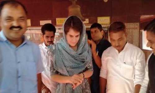 मंदिर में माथा टेकने के बाद कार्यकर्ताओं को प्रियंका बताएंगी सफलता का मंत्र
