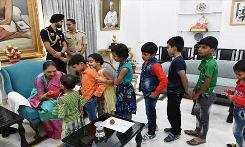 राज्यपाल ने बच्चों, मंत्रियों-गणमान्य नागरिकों से की मुलाकात, दीपावली की दी बधाइयां