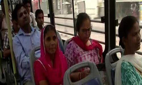 आज से दिल्ली में महिलाएं कर रही है निशुल्क यात्रा