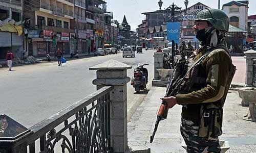 दो ट्रक डाईवर की हत्या करने वाले आतंकी को सुरक्षा बलों ने मार गिराया
