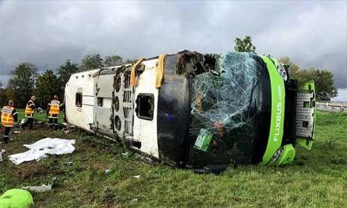 फ्रांस में यात्री बस पलटने से 33 घायल