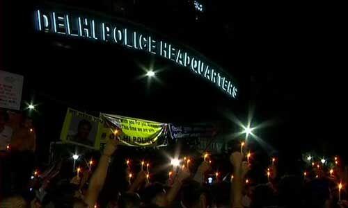 पुलिस vs वकील : दिल्ली में 10 घंटे बाद धरना खत्म, PHQ से हटने लगे पुलिसकर्मी