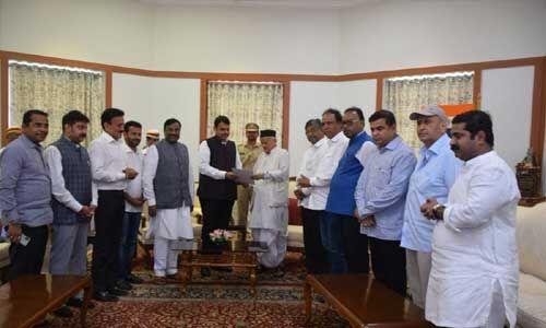 महाराष्ट्र : फडणवीस ने दिया मुख्यमंत्री पद से इस्तीफा