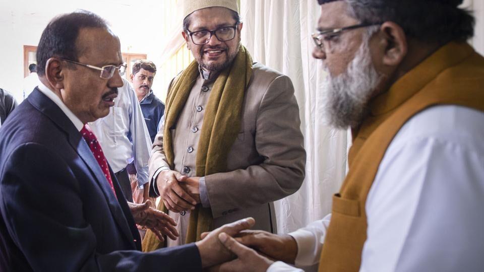 अयोध्या फैसले पर देश में अमन कायम रखने के लिए एनएसए ने सांधु संतों और धर्मगुरुओं के साथ की बैठक