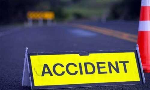हादसा : शादी समारोह से लौट रहे परिवार की कार और ट्रक में भिड़ंत, तीन की मौत