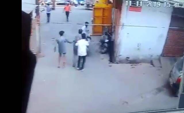 बदमाश कबीर तोमर की हत्या का आरोपी अक्कू पंडित फरार