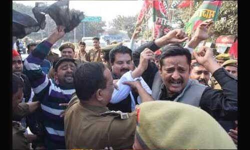 सीएम योगी से मिलने जा रहे सपाइयों को पुलिस ने लिया हिरासत में
