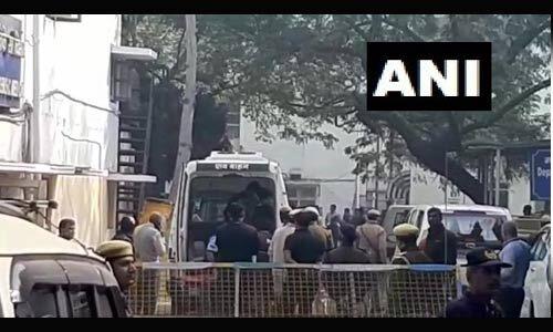 उन्नाव गैंगरेप पीड़िता ने सफदरजंग अस्पताल में तोड़ा दम, यूपी में कांग्रेस कार्यकर्ताओं पर लाठी चार्ज