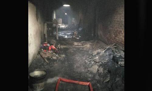 हादसा : दिल्ली के रिहाइशी इलाके में चल रही फैक्ट्री में आग से 43 की मौत, केजरीवाल ने किया घटना स्थल का दौरा