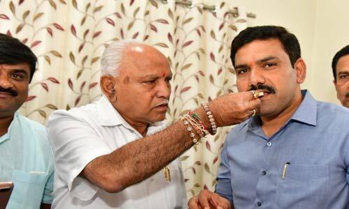 कर्नाटक उपचुनाव में सीएम येदियुरप्पा का चला जादू, 15 में से 12 सीटों पर जीती भाजपा