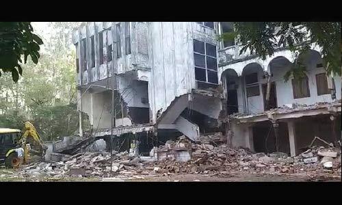 भोपाल में पत्रकार भवन पर नगर निगम का चला बुलडोजर