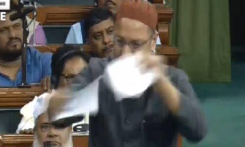 संसद में ओवैसी ने फाड़ी नागरिकता बिल की कॉपी, कहा - सरकार को मुस्लिमों से इतनी समस्या क्यों?