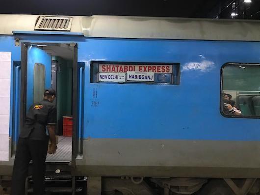 झांसी रेल मंडल को मिले 300 कोहरा निवारण यंत्र, नहीं फंसेगी शताब्दी
