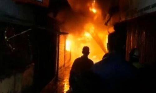 अब दिल्ली के किराड़ी की फर्नीचर बाजार में लगी आग, दमकल की 8 गाड़ियां मौके पर पहुंची