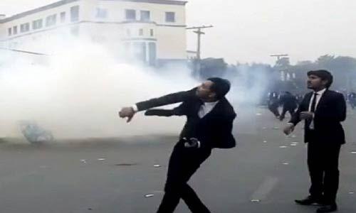 लाहौर में प्रदर्शन कर रहे वकीलों ने अस्पताल पर किया हमला, 15 मरीजों की मौत