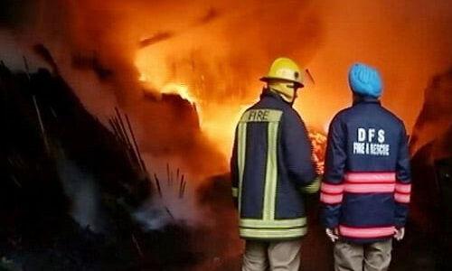 पश्चिमी दिल्ली के मुंडका में फर्नीचर गोदाम में भीषण आग