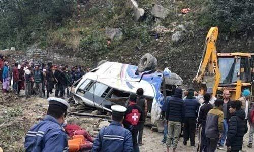 हादसा : नेपाल के सिंधुपालचोक जिले में बस दुर्घटनाग्रस्त, 14 की मौत