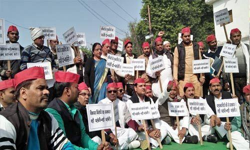नागरिकता कानून के खिलाफ सपा का धरना प्रदर्शन