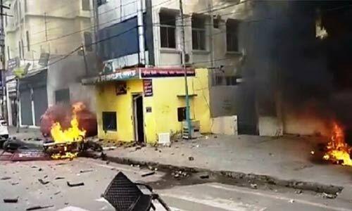 लखनऊ में प्रदर्शनकारियों ने पुलिस चौकी फूंकी, जमकर पथराव और हिंसा जारी