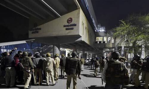 मथुरा राेड-कालिंदी कुंज का रास्ता बंद, मेट्रो के जामिया और जसोला विहार स्टेशन बंद