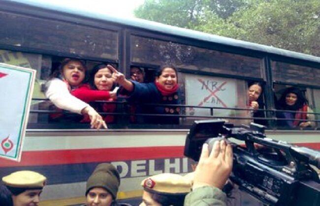 गृहमंत्री अमित शाह के घर के बाहर महिला कांग्रेस का प्रदर्शन