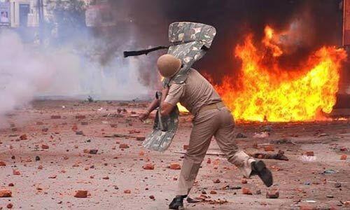 यूपी में हिंसा भड़कने पर विपक्ष सरकार पर हुआ हमलावर