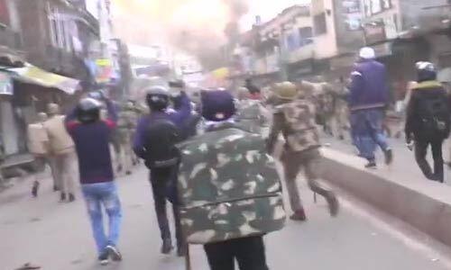 यूपी के कानपुर में नागरिकता कानून को लेकर फिर हुआ बवाल, पुलिस चौकी फूंकी, उपद्रवियों पर लाठीचार्ज