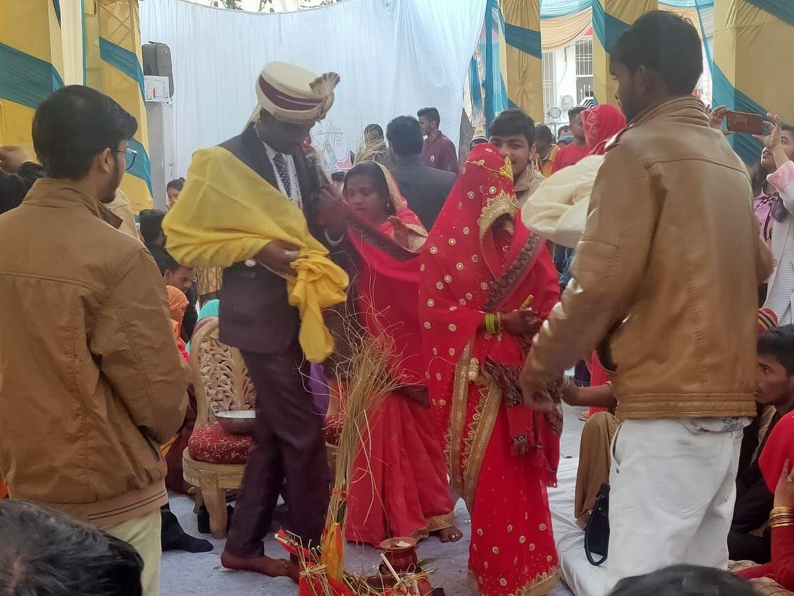 आदर्श विकास समिति ने नीतू और शिवानी का विवाह संपन्न कराया
